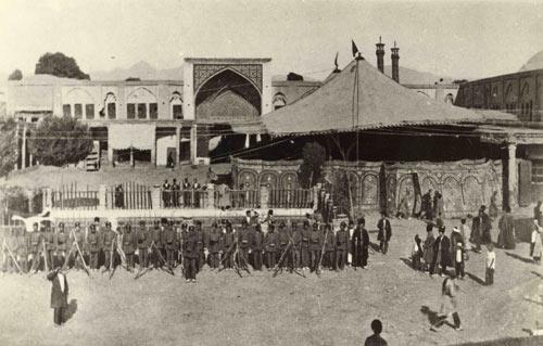 سبزه میدان و نمای ورودی بازار  در دوره قاجار
